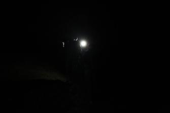 Es ist noch dunkel, als wir loslaufen.